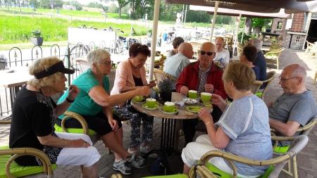 Koffie drinken op het terras van Fraans Marie.