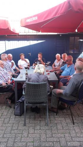Na afloop op het terras van Cafeeke De Beek nog even napraten onder het genot van een drankje en een lekkere snack verzorgd door Willeke