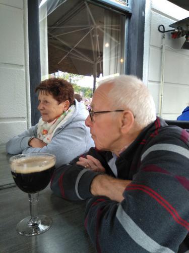 Rinus en Lenie genieten nog even na met een lekker drankje na afloop van de tocht van Ger