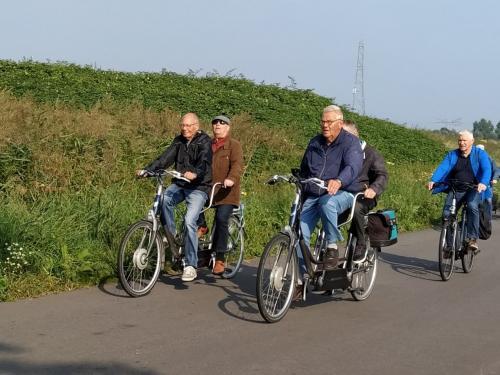 Links Herman met Ger, midden Piet met Jac en rechts Herman met Ger