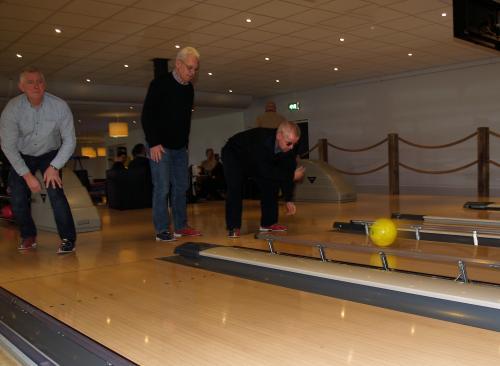 Vlnr: Herman, Joep en Eric die net een mooie gele bal heeft gegooid