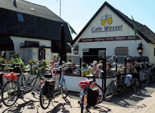 Tijd voor een lekker bakje koffie bij cafe Wessel in Kootwijkerbroek