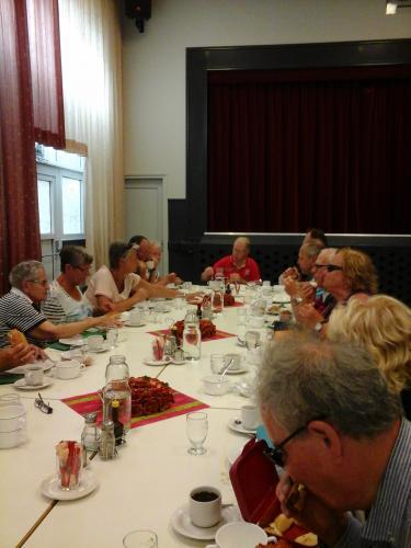 Nog een groep met deelnemers tijdens de lunch