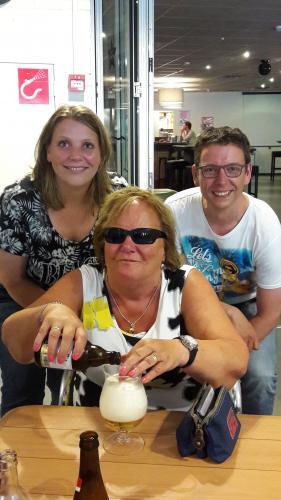 Twee speciale gasten tijdens de tocht van Ria. Monique links achter Ria en Jurgen