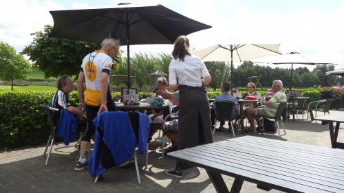 Enkele deelnemers tijdens de lunch