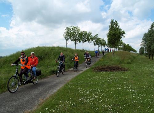 Een mooi plaatje. Een kleine afdaling in het park in Oud-Gastel.