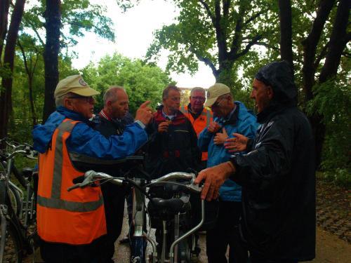 Vlnr Rinus, Johan, Peter, Frans, Jac en Piet tijdens de vudb-stop