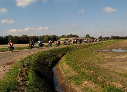 Aan de velden is al te zien dat de herfst in aantocht is. De boeren hebben de gewassen al van het land gehaald waardoor we langs veel lege velden reden