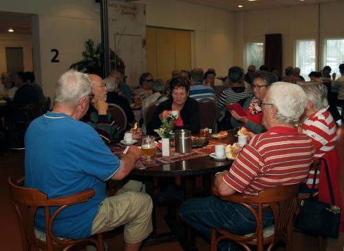 De deelnemers lieten zichde aangeboden lunch goed smaken