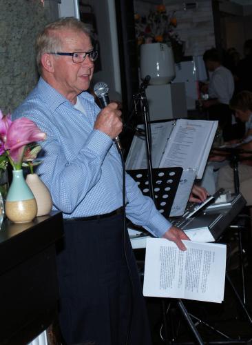 Piet Brocatus tijdens zijn afscheidsspeeche op het 40-jarig jubileum van Vigeta. Na veertig jaar is het genoeg geweest