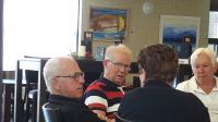 Onverwacht bezoek deze dag. Onze oud penningmeester Piet, in het midden op de foto, kwam meefietsen en maakte gelijk ook een hele serie mooie foto's