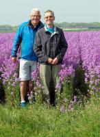 Ook Piet en Jac gingen voor het bloemenveld op de foto