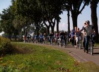 Wat een groot peloton trok er deze dag door het West-Brabantse landschap