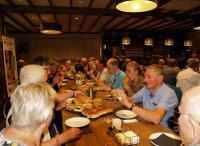 De deelnemers lieten zich de lunch goed smaken