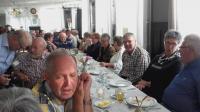 Grote groep feestvierders tijdens het 40-jarig feest van Vigeta