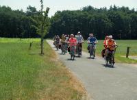 Lekker fietsen in een mooie omgeving. Hier zonder beschutting werd het wel warm. Gelukkig was het toen niet meer zo ver